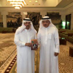 أمير الرياض يستقبل الباحث والمؤرخ الاسمري ويتسلم منه مؤلفين ويثني على العمل المتميز