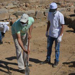 ٣٠ طالبا من  جامعة الملك خالد التنقيب بموقع جُرش الأثري