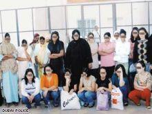 دبي: تبعد مخنثين وشاذات