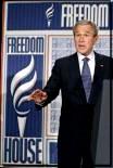 في السعودية برودة أجواء لم تمنع حرارة المباحثات بين بوش والملك عبد الله  وارسال رايس لبغداد