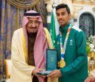 منح وسام الملك عبدالعزيز من الدرجتين الأولى والثانية للاعبي المنتخب السعودي